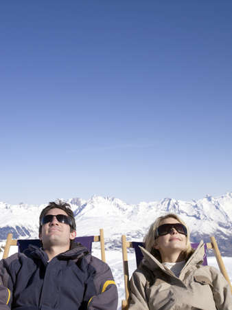 beau: man and woman on deck chair up mountain LANG_EVOIMAGES