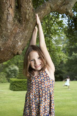 Kids in Garden LANG_EVOIMAGES