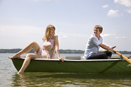man and woman rowing boat on lake LANG_EVOIMAGES