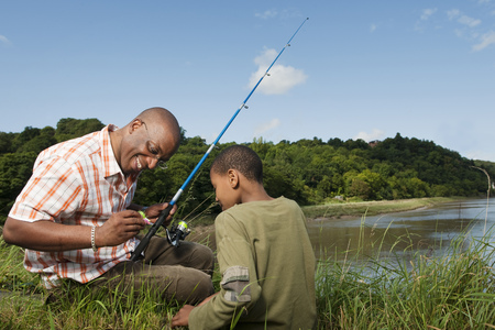 pas: father and son fishing LANG_EVOIMAGES