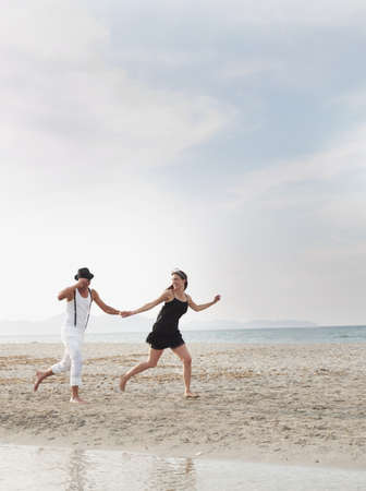 dressups: couple running on the beach LANG_EVOIMAGES