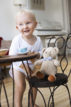 Boy toddler at tea party with his teddy LANG_EVOIMAGES