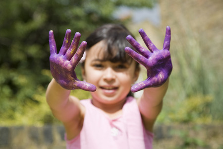 whimsy: Girl with painted hands LANG_EVOIMAGES
