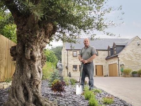 Gardener With Spade LANG_EVOIMAGES