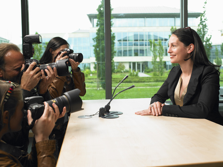 journalistic: Business woman giving a conference LANG_EVOIMAGES