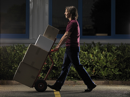 moving box: man moving boxes at night LANG_EVOIMAGES
