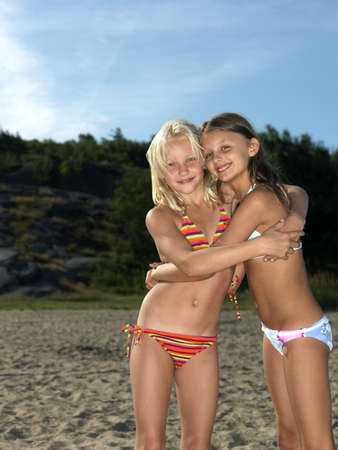gratified: Girlfriends hugging at the beach LANG_EVOIMAGES