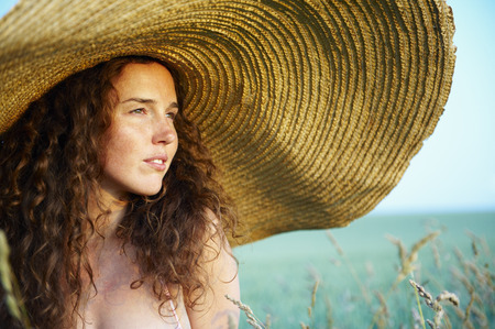 chic woman: Woman with hat, in a wheat field