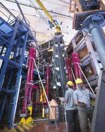techniek: Wetenschappers die werken met Fusion Reactor