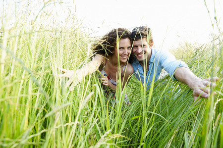 peep: Couple in a wheat field LANG_EVOIMAGES