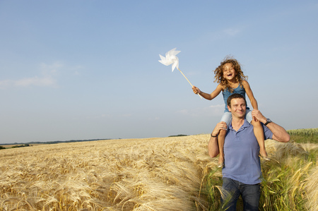 poppa: Father and daughter in a wheat field