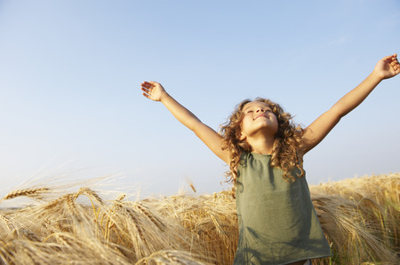 advancing: Girl in a wheat field LANG_EVOIMAGES