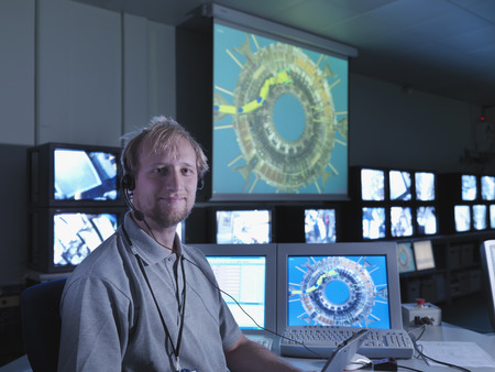 joining forces: Fusion Reactor Scientist With Screens LANG_EVOIMAGES