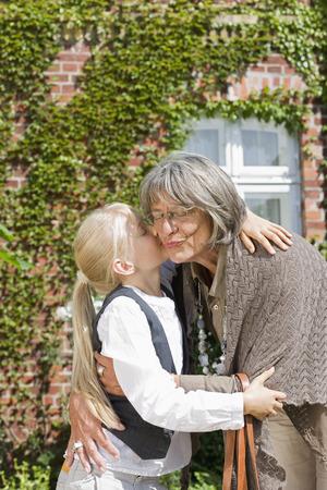 abodes: visit of grandmother LANG_EVOIMAGES