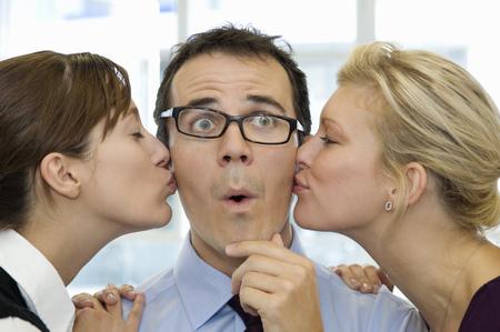 비즈니스 남자가 키스되고 로열티 무료 사진, 그림, 이미지 그리고 스톡포토그래피. Image 80284722. - 웹