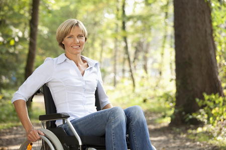 struggled: Middle aged woman in a wheelchair LANG_EVOIMAGES
