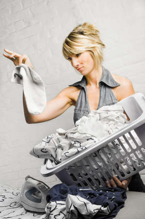 sicken: young woman doing her chores LANG_EVOIMAGES
