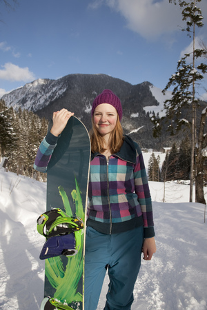snows: Portrait of young female snowboarder