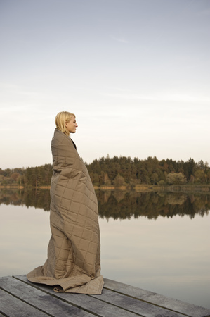 Young woman standing on jetty,enjoying LANG_EVOIMAGES