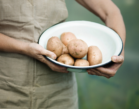 advances: A female holding a bowl of potatoes LANG_EVOIMAGES