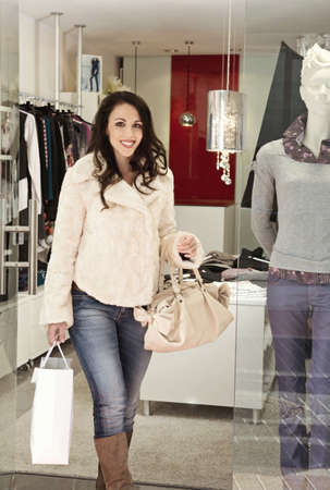 spender: A woman walking out of a boutique LANG_EVOIMAGES