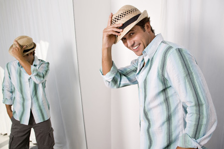 resolving: Man putting on hat LANG_EVOIMAGES