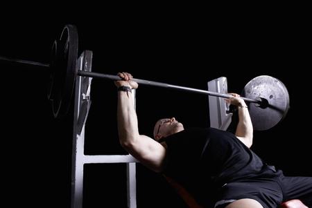 poised: bodybuilder doing bench press LANG_EVOIMAGES