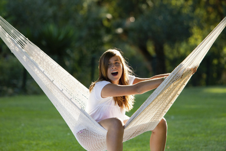Girl in a hammock LANG_EVOIMAGES