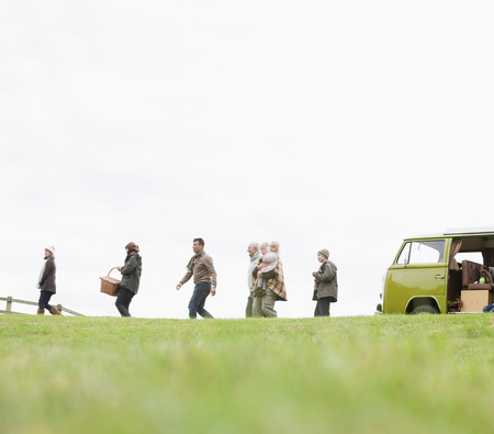 pursued: Family heading out for picnic LANG_EVOIMAGES