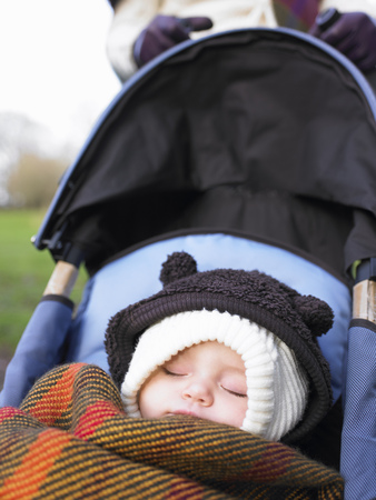 baby sleeping in pram LANG_EVOIMAGES