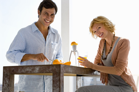 worktops: Couple at home LANG_EVOIMAGES