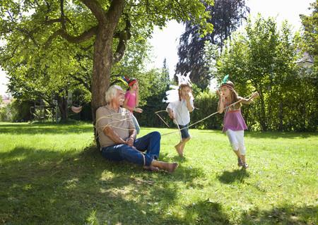 seizing: Grandchildren tie grandfather to tree