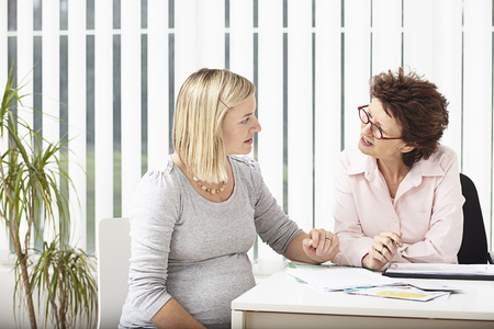 conferring: Woman consulting pregnant woman LANG_EVOIMAGES