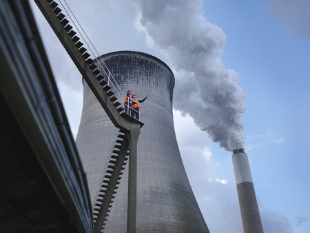 Workers At Coal Fired Power Station LANG_EVOIMAGES