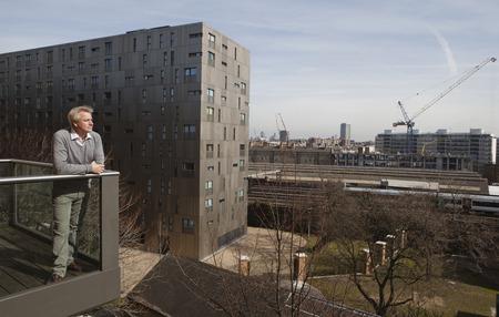 baranda para balcon: Hombre, posición, balcón