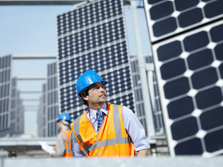 Spanish solar power station with workers LANG_EVOIMAGES