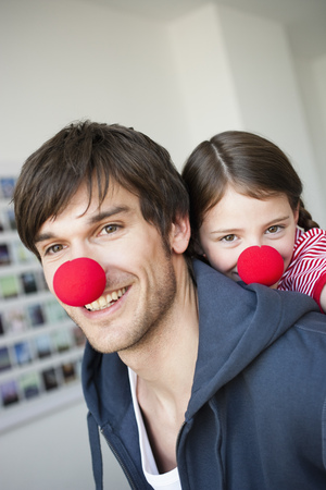 silliness: Father and girl with red noses LANG_EVOIMAGES