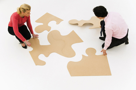 way out: Business people work at finishing puzzle LANG_EVOIMAGES