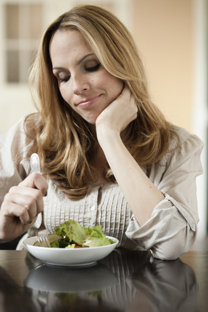Woman dieting LANG_EVOIMAGES