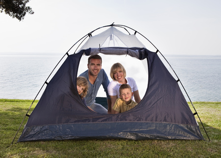 poppa: Family camping with tent by sea LANG_EVOIMAGES