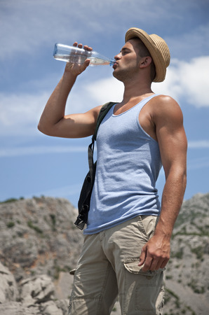 Hiker drinking water LANG_EVOIMAGES