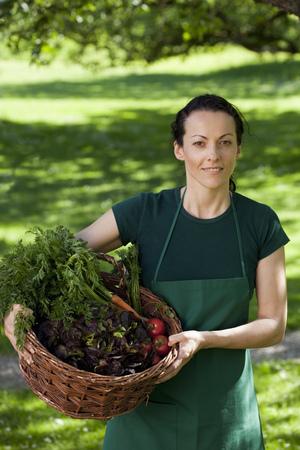 personas reunidas: Jardinero, vegetales, cesta