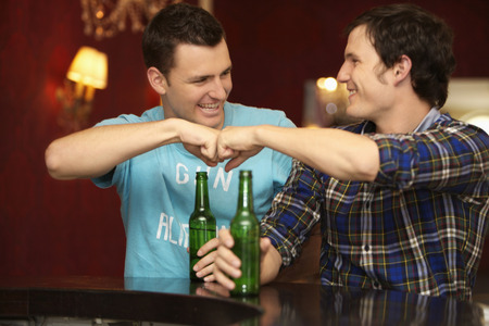 motioning: Friends in a barrestaurant
