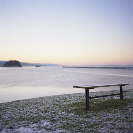 snows: Bench by sea, wintertime LANG_EVOIMAGES
