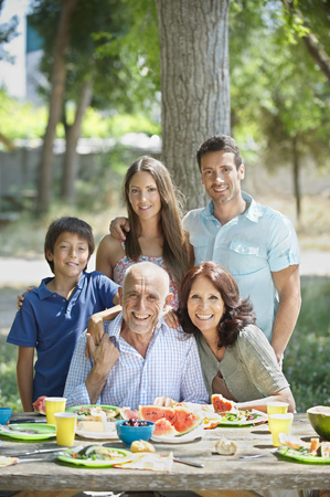poppa: Portrait of multi-generational family LANG_EVOIMAGES