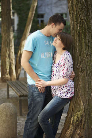 passions: Young romantic couple in a park LANG_EVOIMAGES