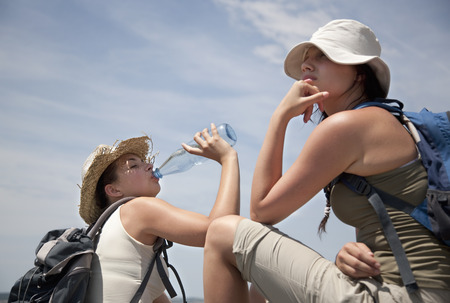 ceasing: Hikers drinking water LANG_EVOIMAGES