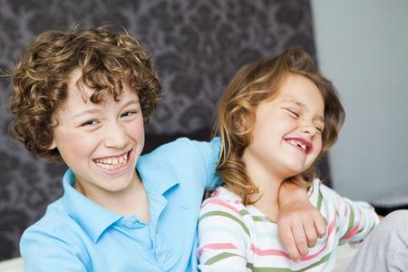 pelo castaño claro: Niño, abrazar, niña LANG_EVOIMAGES