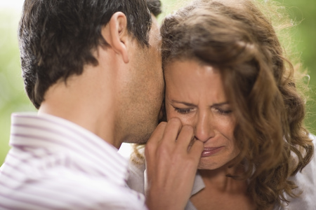 cried: Man consoling a woman LANG_EVOIMAGES
