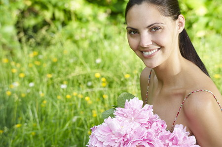 flowered: Woman holding a bouquet in the garden